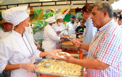 Sabor y ritmo en festival gastronómico