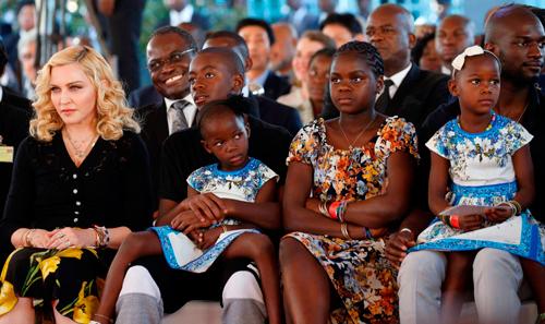 Madonna llega a Malawi para inaugurar un hospital infantil