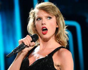 Condenan a DJ por tocarle la cola a Taylor Swift
