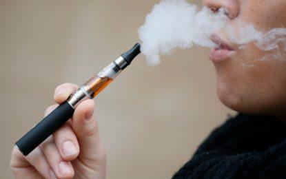 Los cigarrillos electrónicos si tienen un protocolo para ser utilizados en público