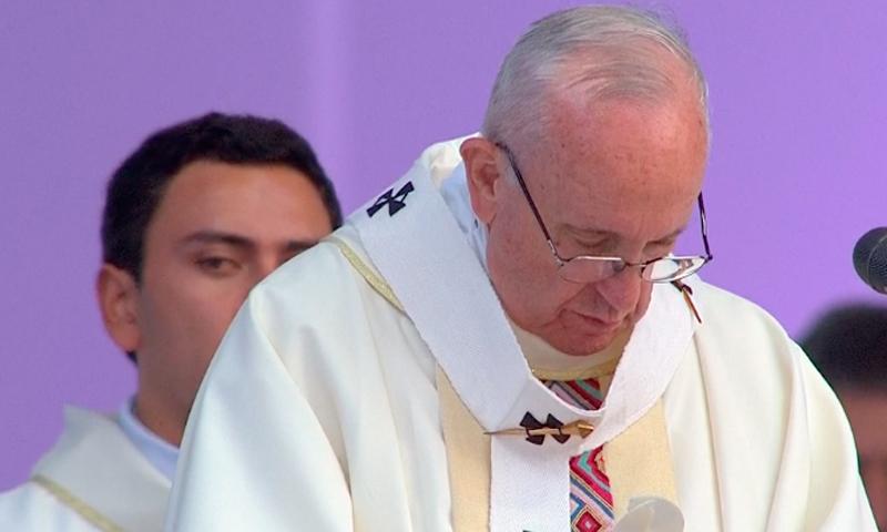 Concluye Papa visita a Colombia y regresa a Roma