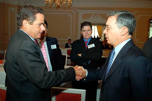 Alianza entre Vargas Lleras y Uribismo se daría en la segunda vuelta