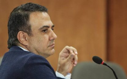Fiscalía imputa cuatro delitos al gobernador de Córdoba, Edwin Besaile