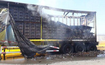 Se incendia camión con cervezas en Santa Marta