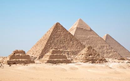 Encuentran cuatro ataúdes en tres pozos al sur de las Pirámides de Guiza