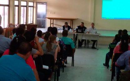 Colegios a reportar a Migración menores venezolanos que admitan como estudiantes