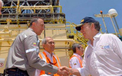 Presidente Santos visita pozo exploratorio de gas costa afuera de La Guajira