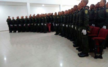 99 auxiliares bachilleres de la Policía juraron bandera