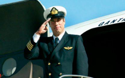 John Travolta donó su avión Qantas a un museo australiano