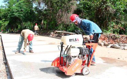 Avanzan obras de la Gobernación en pavimentación en barrios de Valledupar