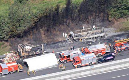 Al menos 18 muertos deja accidente e incendio de autobús de jubilados en Alemania