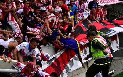 Trece heridos al ceder baranda durante partido Junior – Nacional