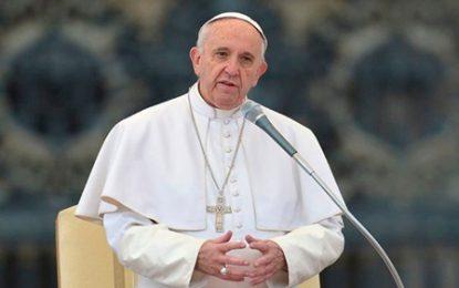 Papa Francisco condena la muerte de al menos 40 sirios luego de ataque químico en Duma