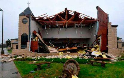 Huracán Harvey deja cinco víctimas mortales a su paso por Houston