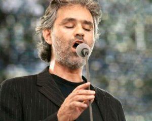 Andrea Bocelli fue hospitalizado al caerse mientras montaba a caballo