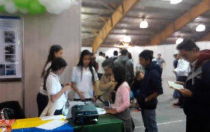 Estudiantes de la Sagrada Familia se destacan con proyectos a nivel nacional