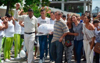 Sepultan en Riohacha menor de dos años asesinada en medio de un atraco