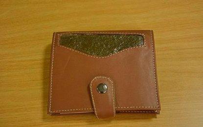 Cuero de fibra de piña para bolsos, carteras y otros productos