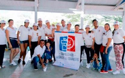 Cambiando regalos por sonrisas, la campaña que lidera un grupo de jóvenes en Valledupar