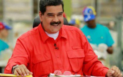 Santos me tiene envidia a mí y no sabe bailar: Nicolás Maduro
