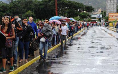 Paso de venezolanos a Colombia comenzó a normalizarse tras controles migratorios