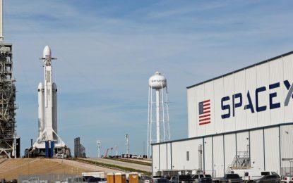 Así es el Falcon Heavy, el poderoso cohete que llegará hoy al espacio