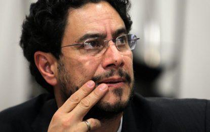 Iván Cepeda revela pruebas que comprometerían a Uribe con manipulación de testigos falsos