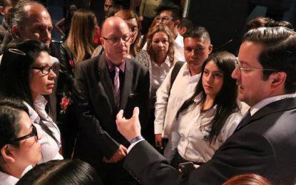 """""""Jóvenes: el futuro está en la industria TI"""": Ministro Luna"""
