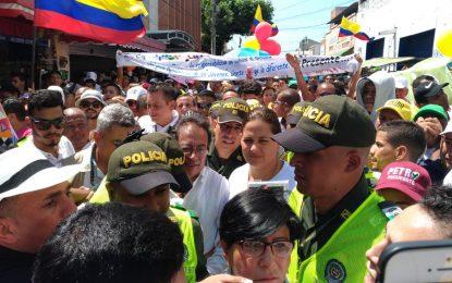 Gustavo Petro recibido por una multitud en Valledupar