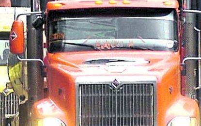Transportadores dicen que han perdido $ 4.000 millones por paro armado
