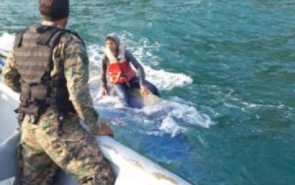 Naufraga embarcación con migrantes ilegales en frontera colombo-panameña; un bebé y un adulto murieron