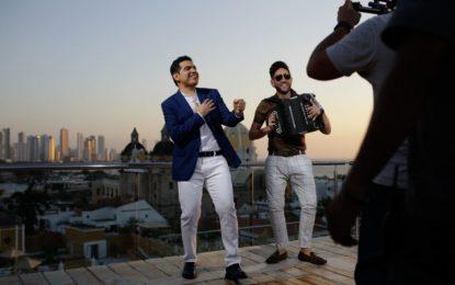 "Peter Manjarrés & Juancho De La Espriella estrenan video oficial de ""La Que No Me Conoce"""