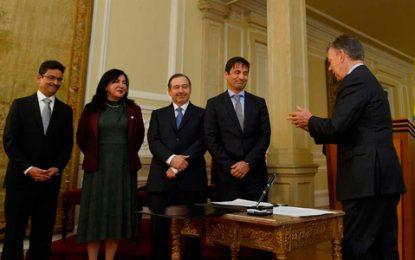 Santos posesionó a cuatro magistrados de la JEP