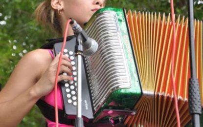 13 acordeoneras, 16 guacharaqueras, 3 cajeras y 5 cantantes participaran en el 51° Festival Vallenato