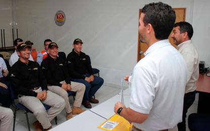Supervisores y coordinadores del área de entrenamiento de Drummond certificados para operar simuladores