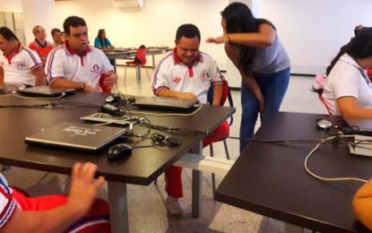 85 jóvenes con Síndrome de Down recibirán grado en informática
