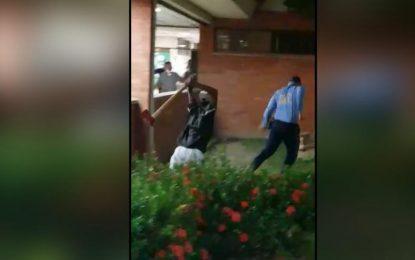 Con un hacha, paciente psiquiátrico intenta agredir a vigilante de hospital en Valledupar