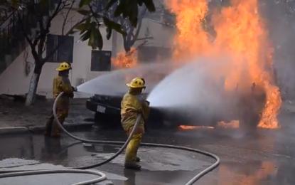 En video | Traficantes de gasolina prenden fuego a camión para evitar su decomiso en Riohacha