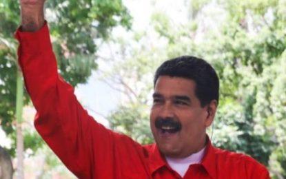 """Maduro es """"capaz de llevarnos a la guerra para ocultar"""" la crisis, afirma exministro de petróleos de Chávez"""