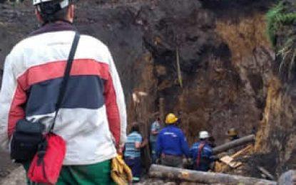 Rescataron con vida a tres obreros atrapados en mina en Lenguazaque