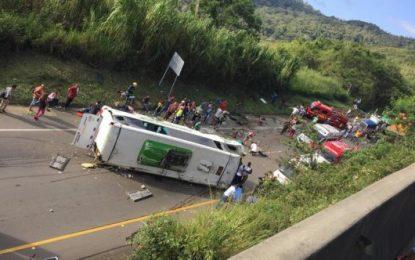 Se accidenta bus en el Valle con saldo de 6 muertos y 15 heridos