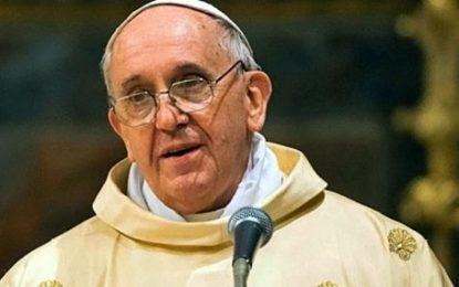 Sacerdotes homosexuales deberían renunciar: Papa Francisco