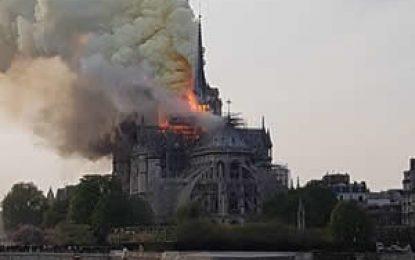 Incendio arrasa con la catedral de Notre Dame en Paris