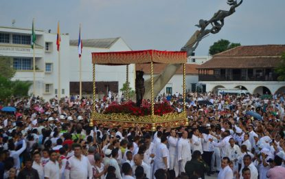 Procesión de Santo Ecce-Homo sigue moviendo multitudes
