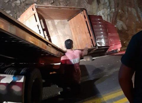 Dos muertos deja choque de camionetacon moto en la vía Valledupar-San Juan