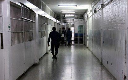 """Porque roncaba y no lo """"deja dormir"""", recluso asesinó a su compañero de celda"""