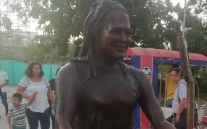 Ese no es Carlos Vives, dice la gente sobre la escultura del cantante inaugurada en Cienaga