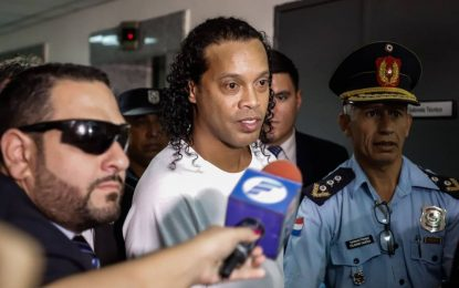 Arresto domiciliario a Ronaldinho tras pagar una millonaria fianza