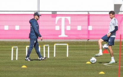 El Bayern vuelve a entrenar en el campo en pequeños grupos