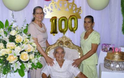 La historia de Ana María Lozada, con 100 años de vida celebra el Día de las Madres entre abrazos a la distancia